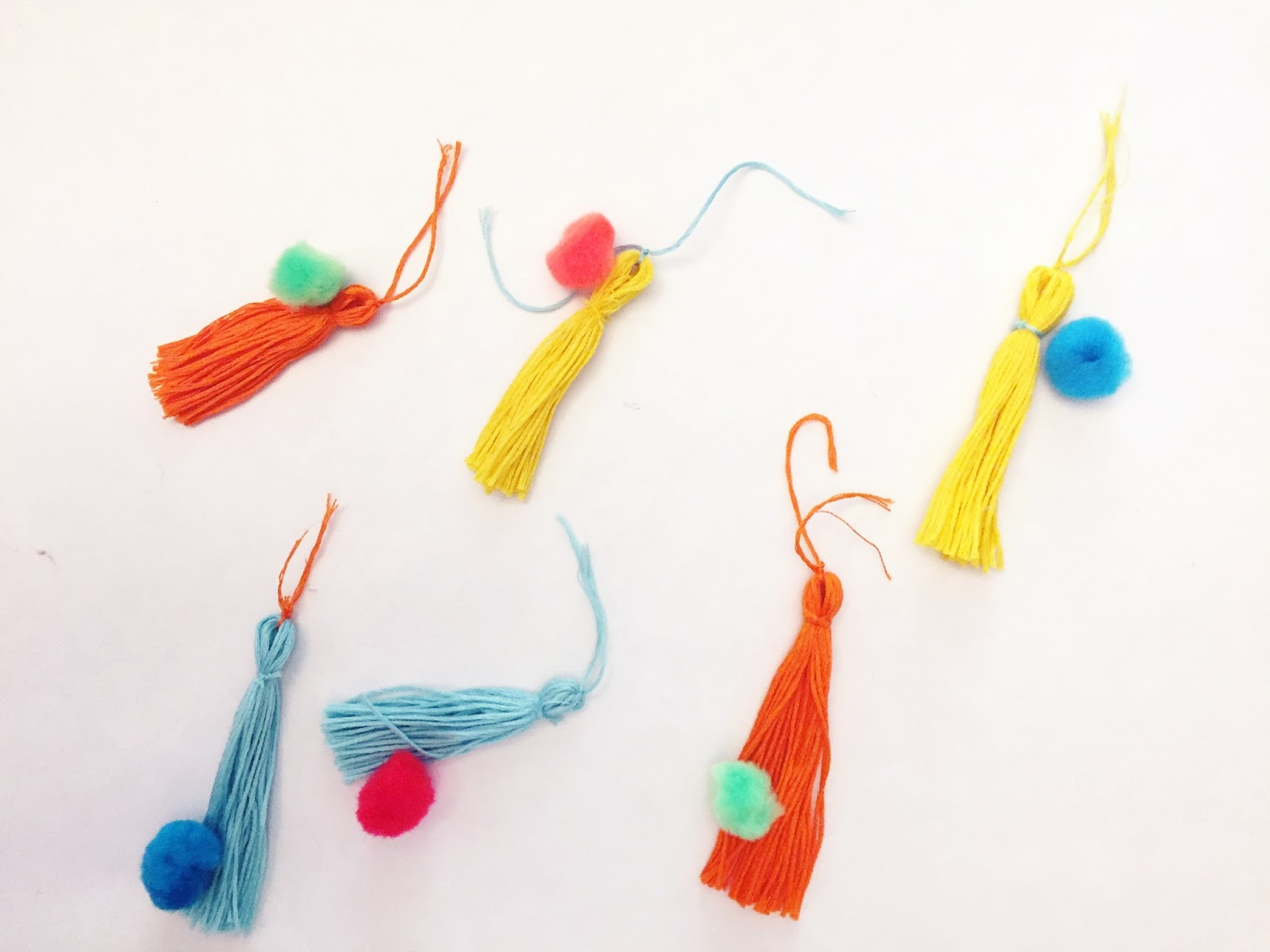 EASY embriodery thread tassles: great for accenting a backpack, beach bag, pillows and more.
