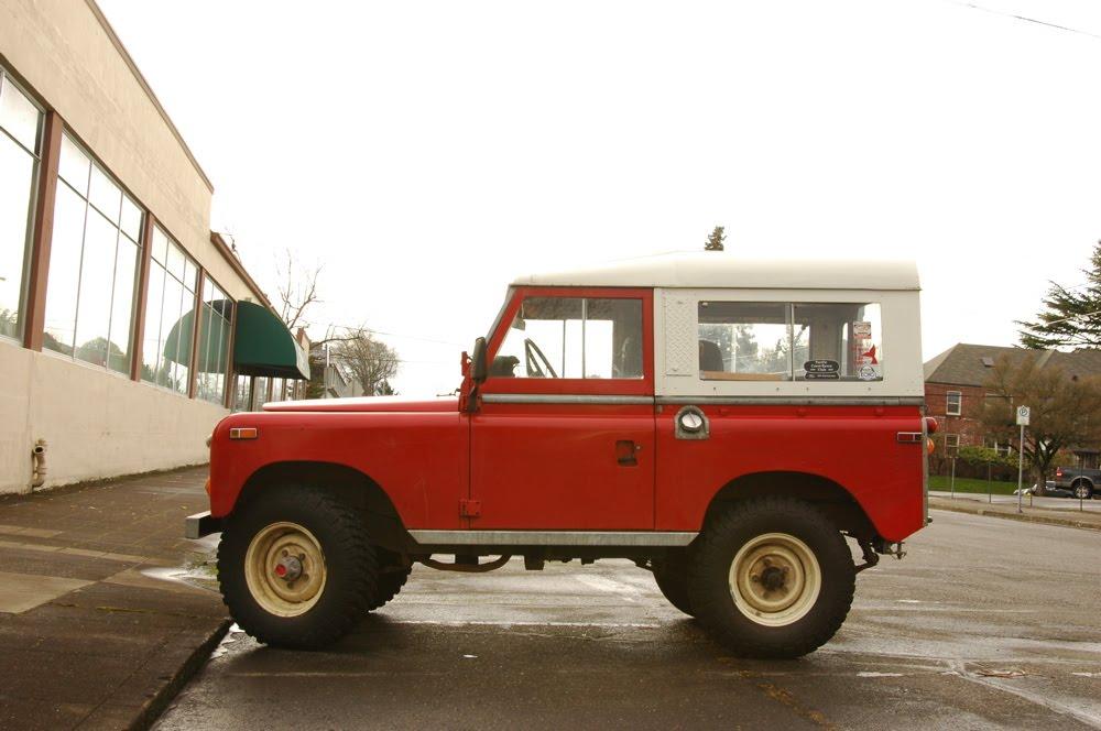old parked cars 1973 land rover 88. Black Bedroom Furniture Sets. Home Design Ideas