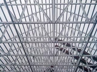 Rangka atap baja ringan model pelana tampak bawah