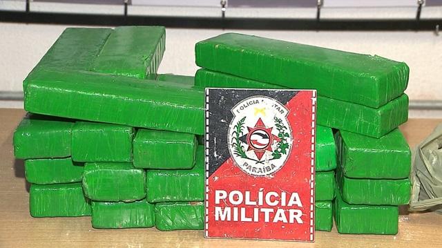 Dois homens são presos com maconha e cocaína dentro de veículos, na capital paraibana