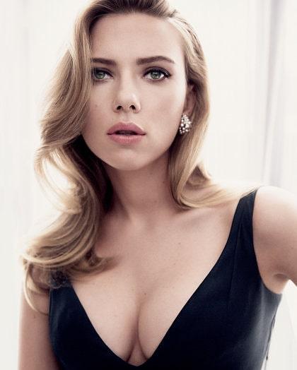 Scarlett Johansson sexy Bikini photos