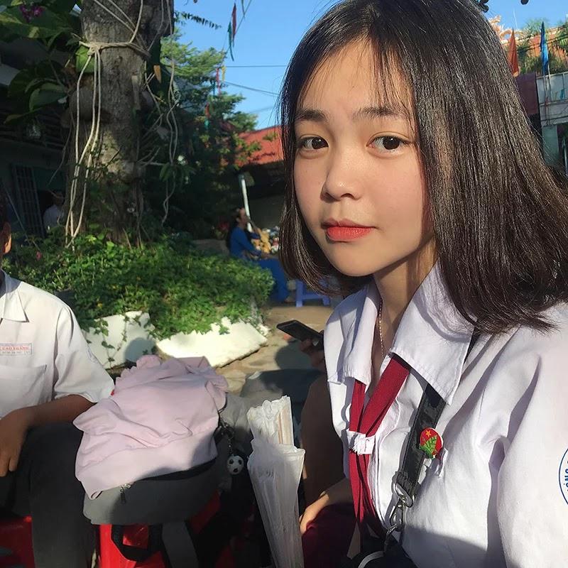 Cô nữ sinh xinh xắn gặp rắc rối khi bức ảnh chụp đồng phục trường được phát tán
