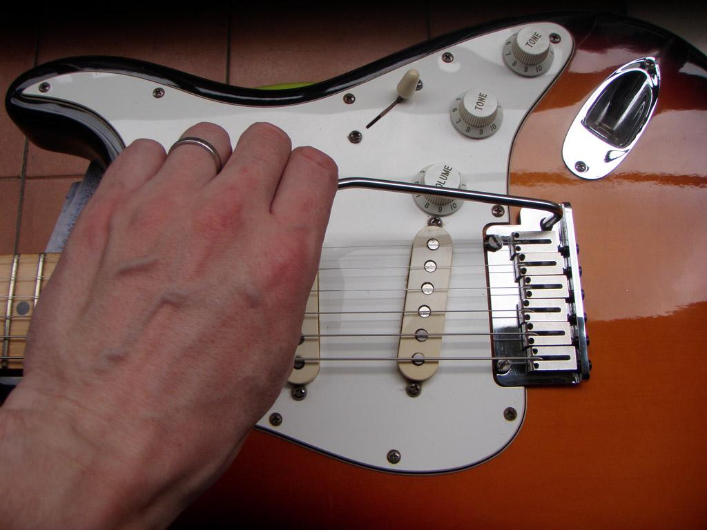 setting up or adjusting a fender stratocaster tremolo diy strat and other guitar audio. Black Bedroom Furniture Sets. Home Design Ideas