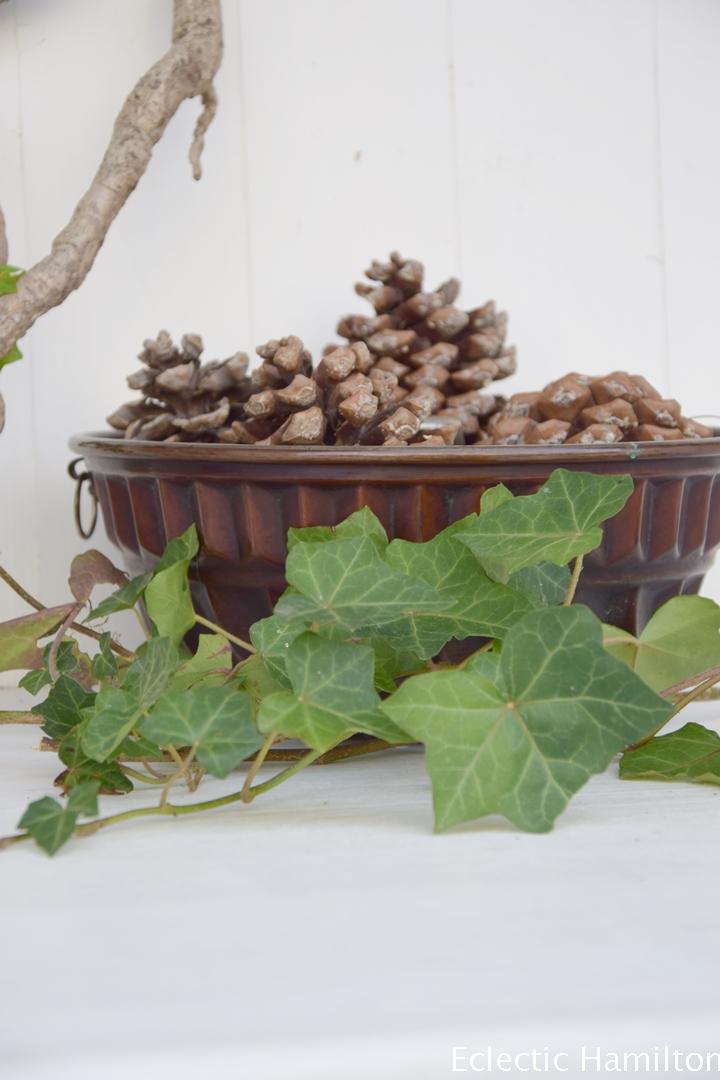 Herbstdeko für den Garten: Kranz Efeu Herbstdeko, herbstlich winterlich dekorieren im Garten, Gartenhaus, Dekoidee, Kreativ, DIY, Selbermachen