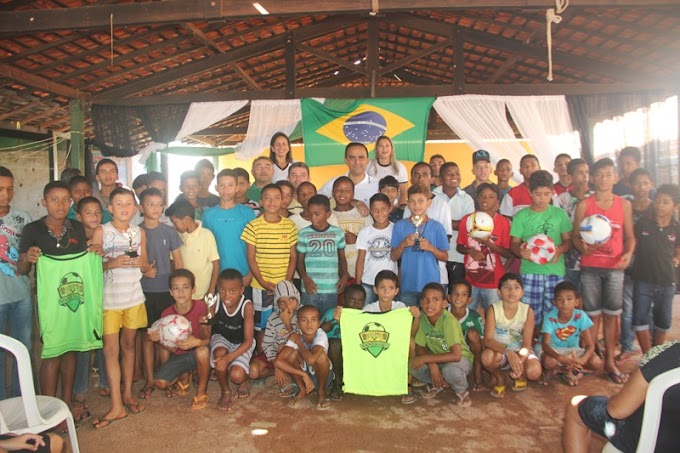 Prefeito de Pedreiras Prestigia lançamento de escolinha de futebol em Bairro carente....