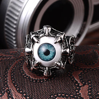 Model cincin Skull Ring (Dragon Claw Evil Aye  yang sedang trend hari ini