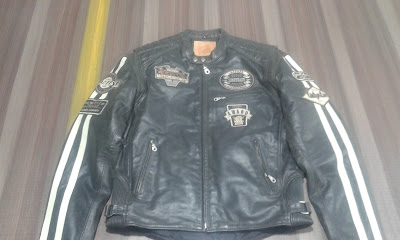 Semi Motor bike fashion leather jackets with badges made of Cracker leather