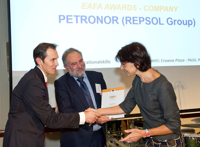Petronor y el CF Somorrostro, premiados en Bruselas