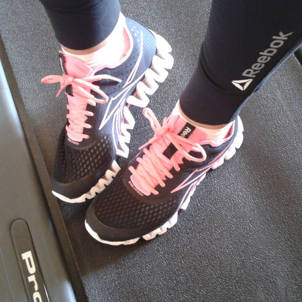 15557a4e0701b2 ... I did run walk intervals on the treadmill in the Zig Carbon and also  did a  Reebok ZIG PULSE ...