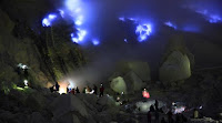 http://www.wisatabromorafting.com/2015/10/paket-wisata-kawah-ijen-blue-fire-2.html