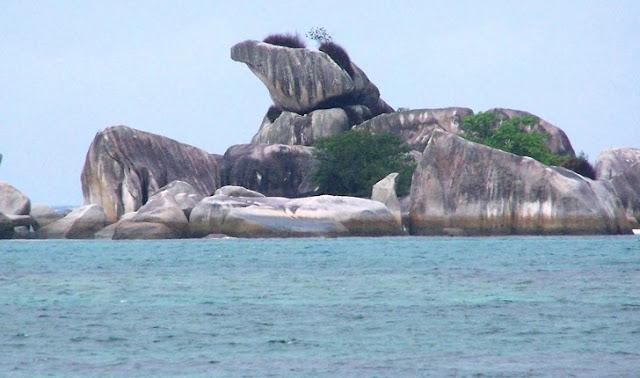 6. Pantai Tanjung Kelayang