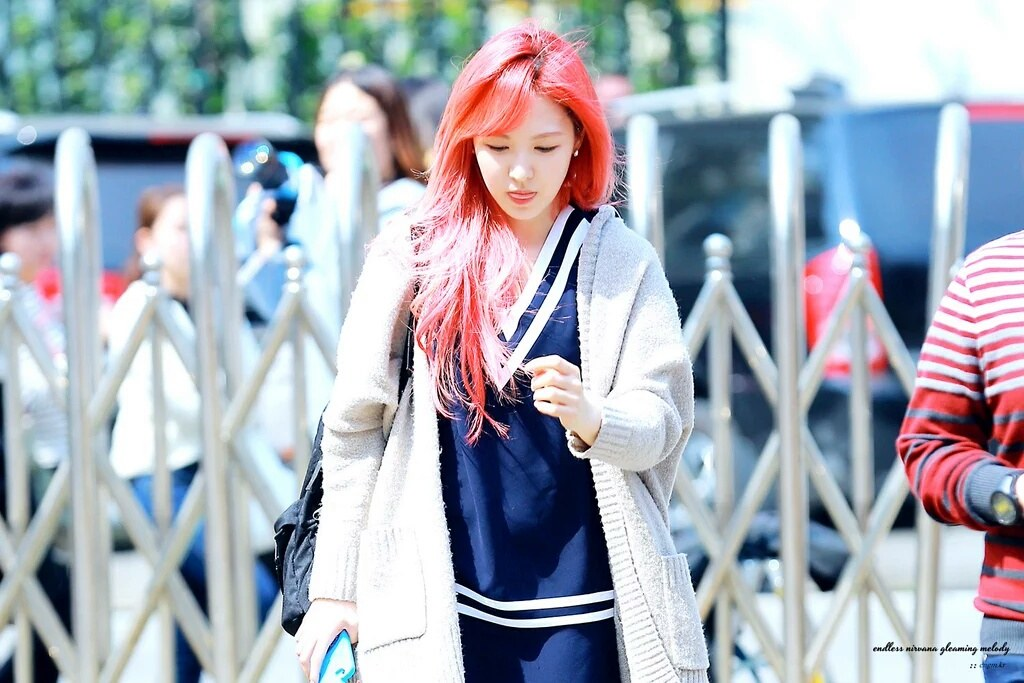 赤い髪で染色し、アイドル チャニョル、ウェンディ、ブイ