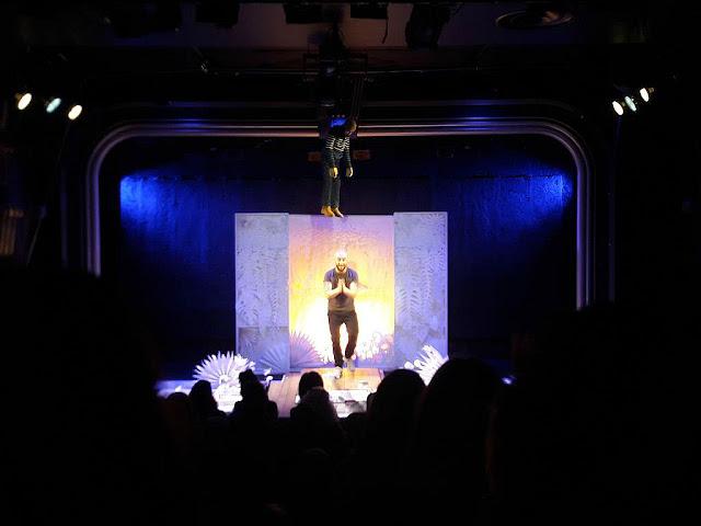 théâtre lepic ciné 13 théâtre l'ombre de la balein mikael chinirian théâtre spectacle paris