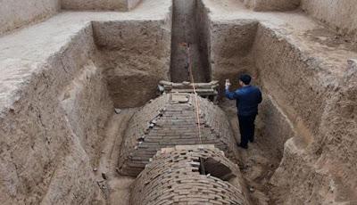 Makam Misterius Berbentuk Piramida ditemukan di Cina