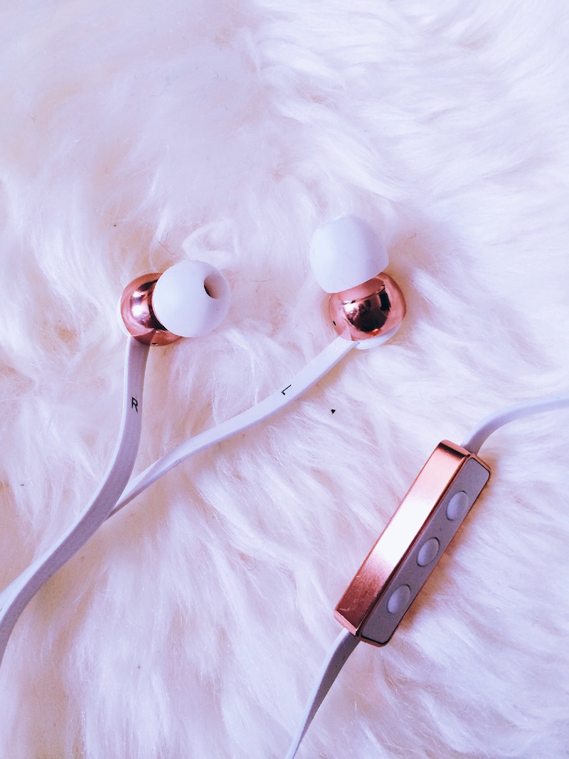 écouteurs blanc et cuivré Studio Sweden