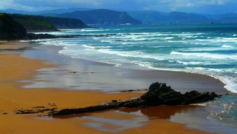 Olas en Sopelana -cursos de surf en Sopelana