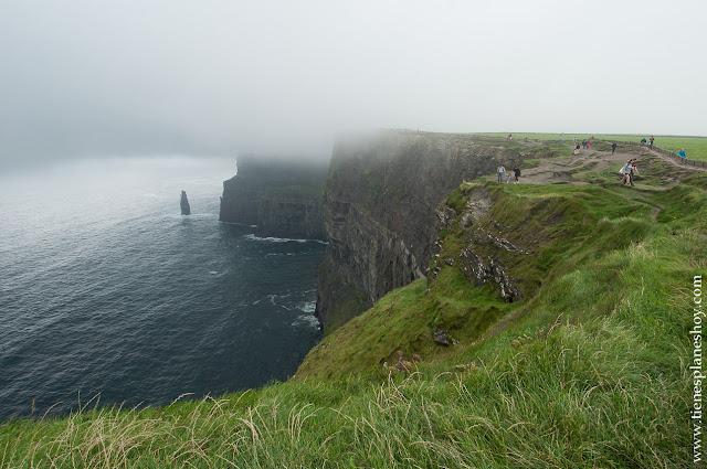 Acantilados de Moher niebla Irlanda Condado Clare