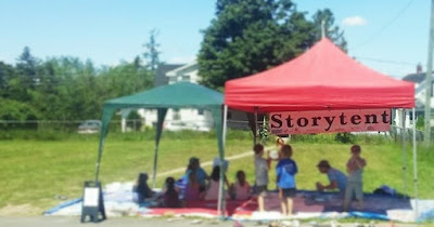 kids reading in storytent at martinon community centre
