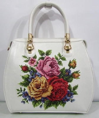 199019e7ce22 Воспользуйтесь простыми способами, как обновить сумку из кожзама своими  руками, и подарите изделию еще одну жизнь.