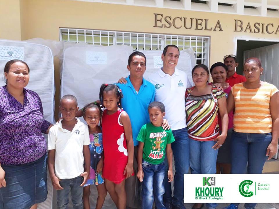 Khoury Industrial entrega colchones a estancia Infantil de Escuela Básica en Cabral
