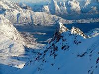 http://toso-mas.blogspot.com/2018/06/rundfjellet-scialpinismo-alle-isole.html