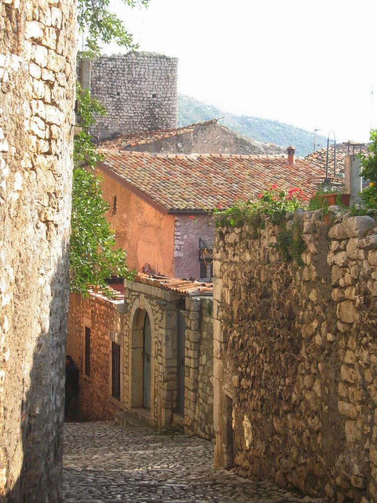 Rua do Burgo Medieval e Castelo de Sermoneta