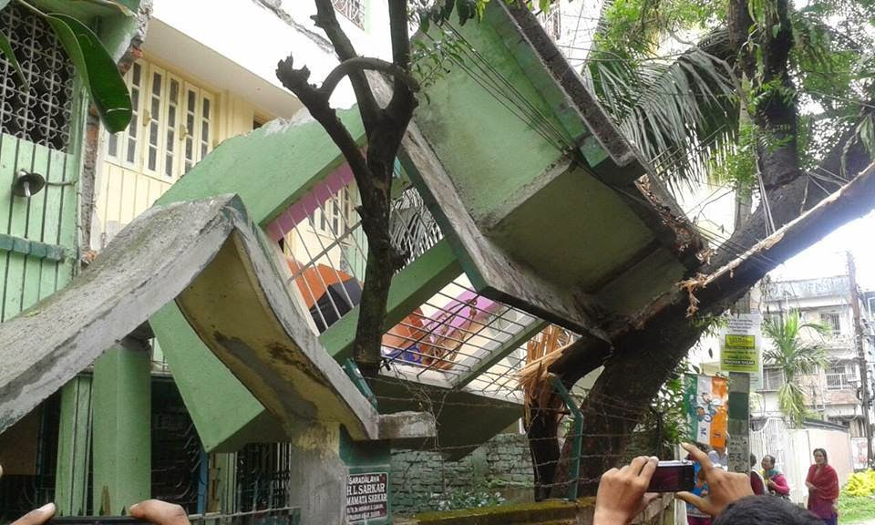 Building collapsed in Pradhan Nagar ‪‎Siliguri‬ Photo: I Love Siliguri