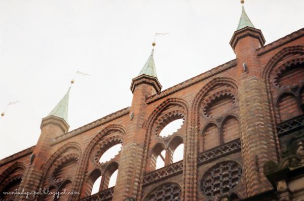 Torres del Rathaus de Lübeck en Alemania