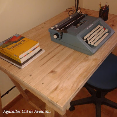 Recycled pallet office desk