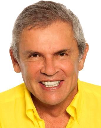 Foto de Luis Castañeda Lossio mostrando los dientes