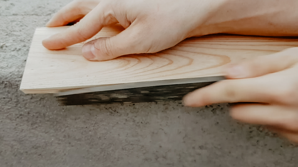 estanteria para minerales, estanteria madera, estanteria triangulo, pintar palet, esencia indie, indie,