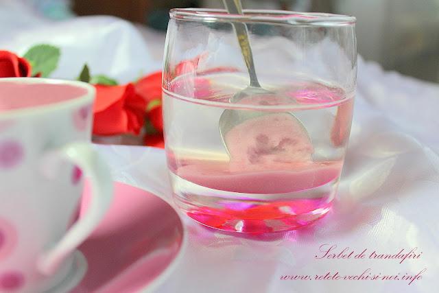 Serbet de trandafiri