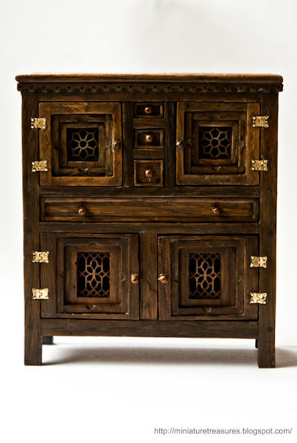Miniature Treasures Medieval Livery Cupboard