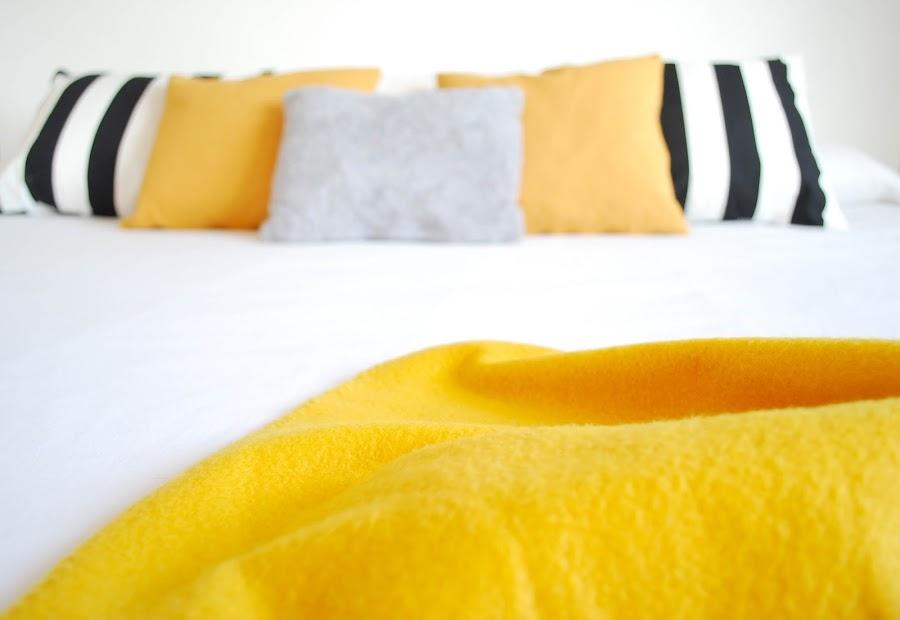 My home: color mostaza en el dormitorio I por www.mylittlebrunch.com