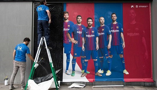 Photos: Barcelona takes down large poster of Neymar for betraying the Spanish club ahead of his world record move to PSG