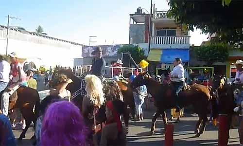 Fiesta del encierro de burros en Alvarado