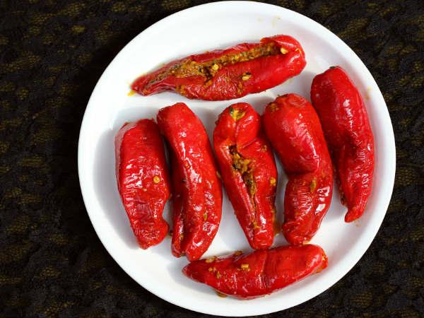 लाल मिर्च का अचार बनने की विधि | Lal Mirch Aachar Recipe in Hindi