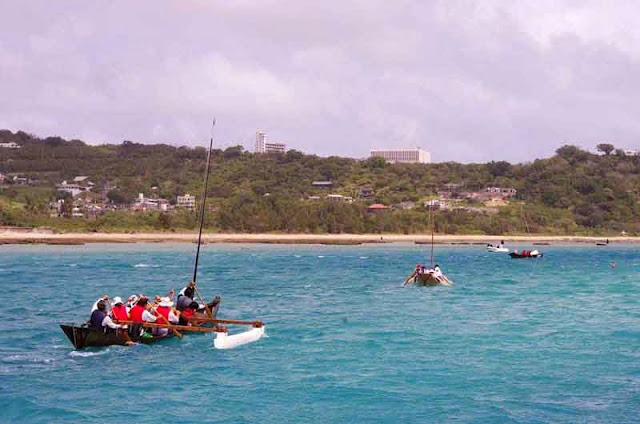 sabani boats paddle at start of race