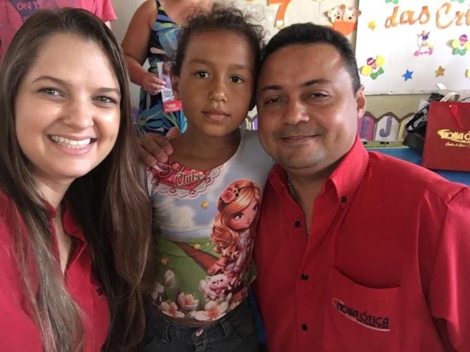 Crateús: Nossa Ótica realiza entrega de presentes em alusão ao Dia das Crianças