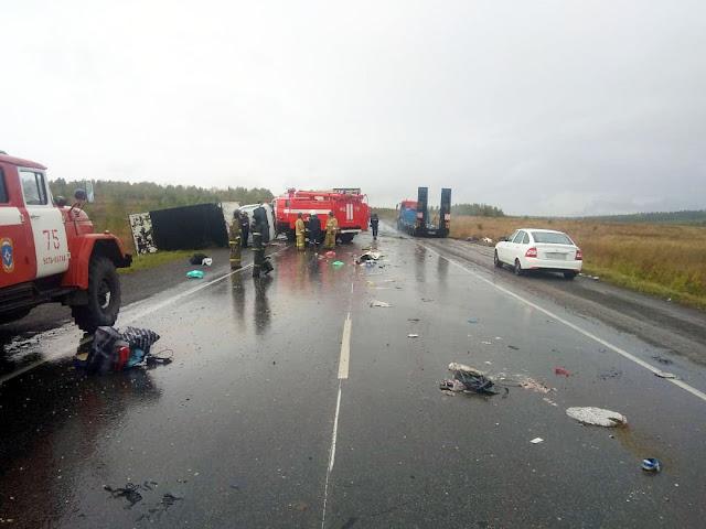 На трассе в Башкирии столкнулись три автомобиля: трое погибших