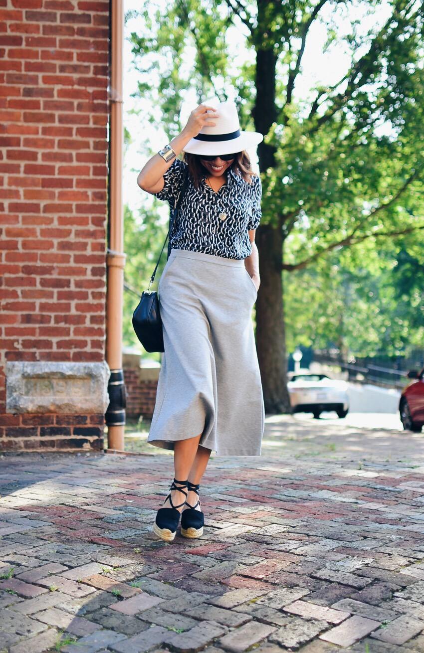 Gray skirt street style