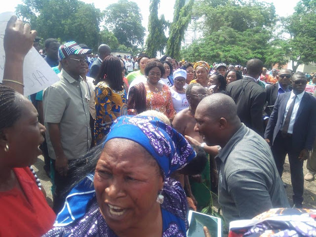 Benue women storm government house with open breast to thank Ortom over open-grazing law [PHOTOS]