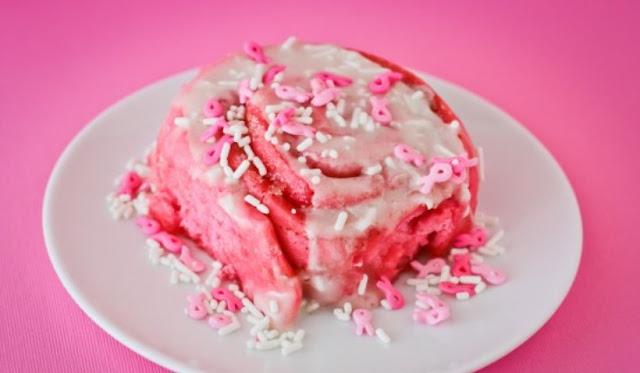 Pink Cinnamon Rolls #pink #desserts