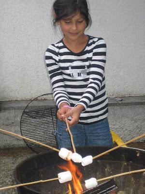 Kindergeburtstag: Marshmellows grillen