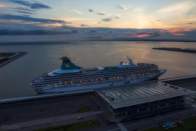 Круизный лайнер. Морской порт, Санкт-Петербург. Вид с квадрокоптера