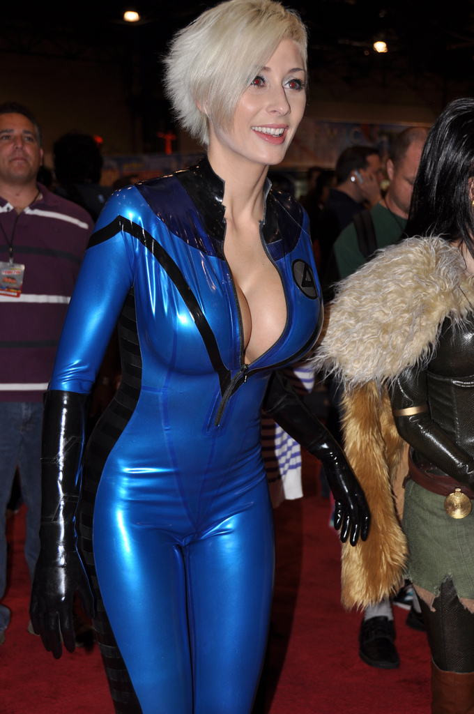 Big Breasts and Superbabes: Invisible Woman - Marie-Claude Bourbonnais