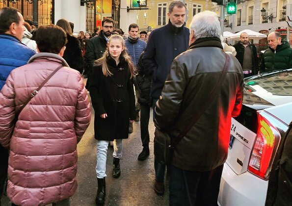 Princess Leonor wore a wool and cashmere coat by Fay collection. Queen Letizia, Princess Leonor and Infanta Sofia were going to cinema