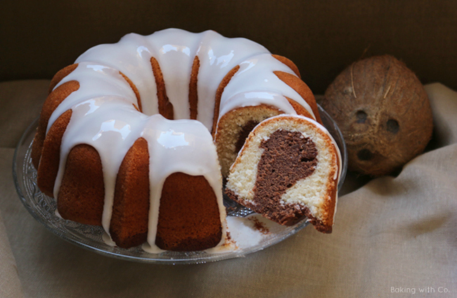 bundt de coco y chocolate