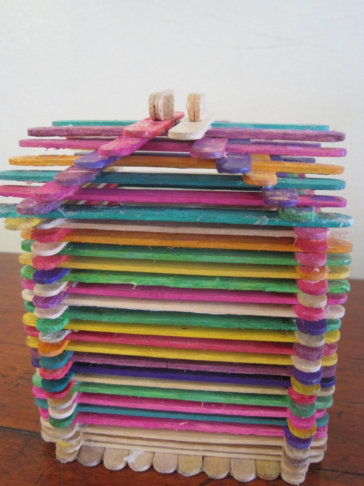 Dan teman-teman kami lainnya membuat pernak-pernik berupa tempat mainan  boneka 7f57d04afa