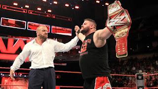 WWE - Triple H ayudó a Kevin Owens para ser el nuevo campeón Universal
